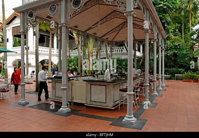 Raffles Hotel, Outdoor Terrace or Courtyard Bar, Singapore - Stock Image