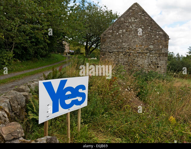 Yes to Scottish Independence sign Carlops village Borders of Scotland - Stock Image