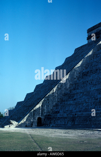 Chichen Itza equinox serpent on pyramid steps undulating famous astronomical event Mexico mx Yucatan peninsula - Stock Image