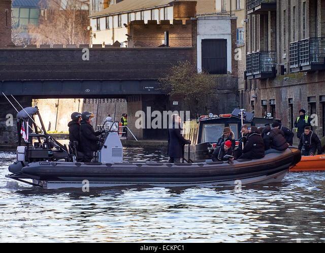London, UK. 16th Dec, 2014. Daniel Craig shooting a scene for the new Bond film Spectre on location at Camden Lock - Stock-Bilder