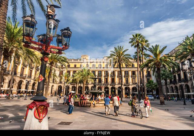 Placa Reial, Piaza Real, Plaza Reial, Royal Plaza, Laterne by Gaudi, Barri Gotic, Barcelona, Catalonia, Spain - Stock Image