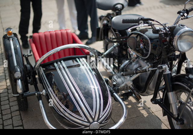 bmw motorcycle with sidecar stock photos bmw motorcycle with sidecar stock images alamy. Black Bedroom Furniture Sets. Home Design Ideas