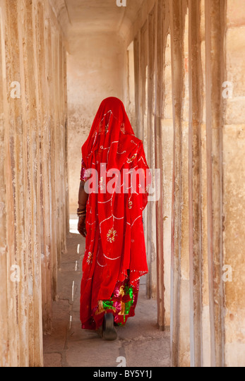 Woman wearing a sari, Meherangarh Fort, Jodhpur, Rajasthan, India - Stock Image
