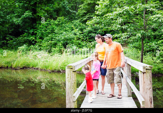Arkansas Pocahontas Old Davidsonville Historic State Park Trappers Lake Trail man woman girl boy toddler family - Stock Image