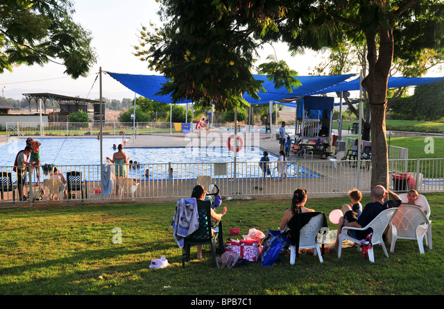 Swimming Pool Holidaymakers Stock Photos & Swimming Pool Holidaymakers ...