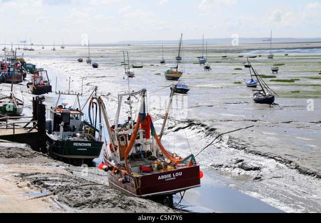 The Thames Estuary at Leigh on Sea with Kent coast distant - Stock Image