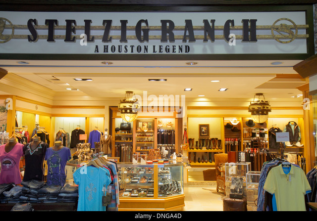 Texas Houston George Bush Intercontinental Airport IAH terminal concourse gate area shopping Stelzig Ranch A Houston - Stock Image