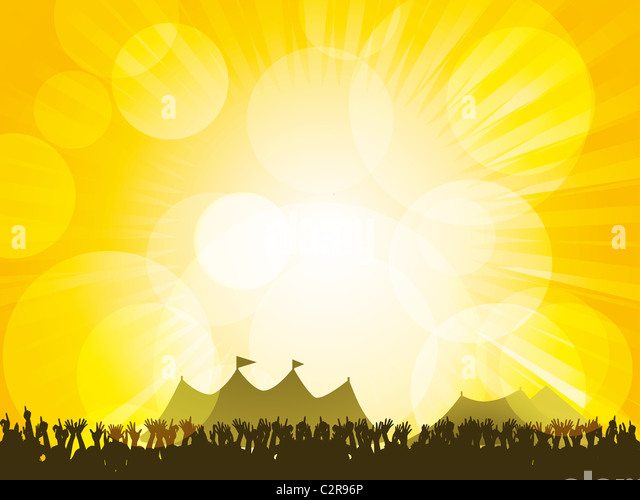 Crowd partying in front of festival tents with a glowing yellow sky - Stock-Bilder