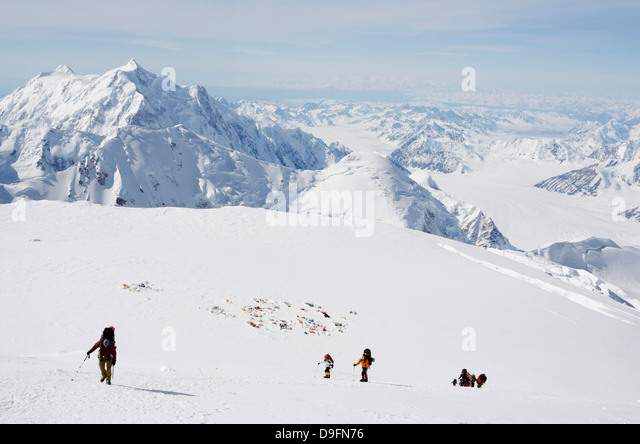 Leaving camp 4, climbing expedition on Mount McKinley, 6194m, Denali National Park, Alaska, USA - Stock-Bilder