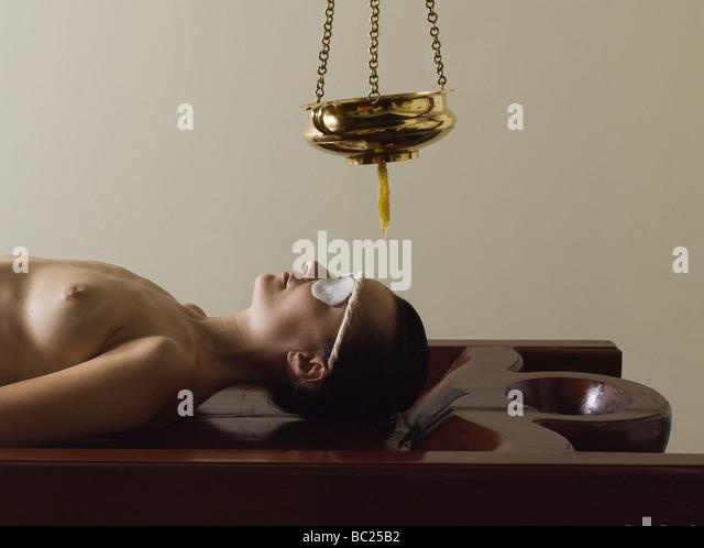ayurvedic massage care from tradional medecine from kerala india - Stock-Bilder