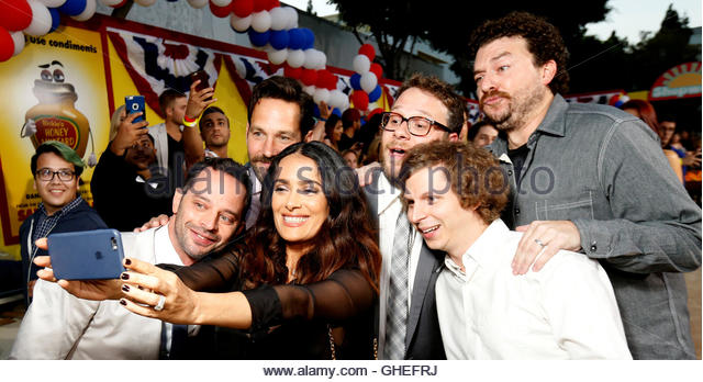 Cast member Salma Hayek takes a selfie with co-stars (L-R) Nick Kroll, Paul Rudd, Seth Rogen, Michael Cera and Danny - Stock-Bilder