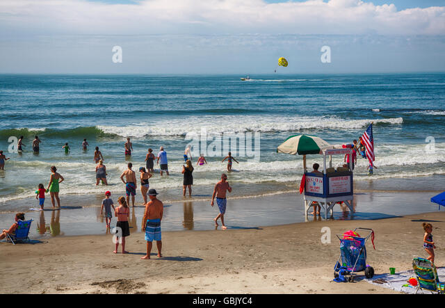 ocean-city-nj-july-6-2016-vacationers-en