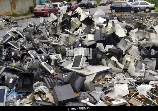 Electronic waste discarded margins Via Light - neighborhood Tomazinho - Stock Image