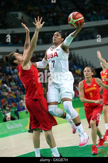 Rio De Janeiro, Brazil. 20th Aug, 2016. Maya Moore (2nd, L) of the United States of America dunks during the women's - Stock-Bilder