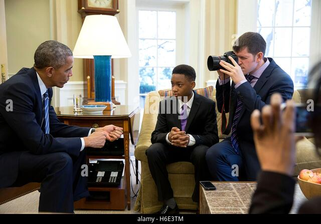 Humans of New York founder Brandon Stanton photographs U.S. President Barack Obama talking to a 13-year-old student - Stock Image