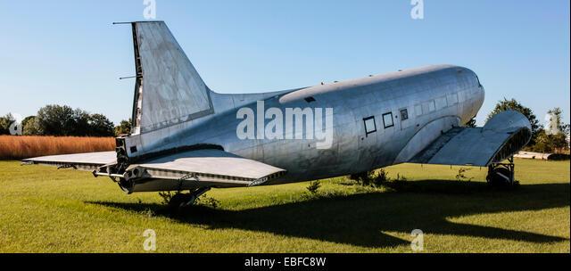 A Douglas DC-3 aircraft at an aviation junkyard in Florida - Stock Image