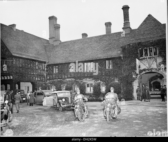 President Harry S. Truman in his car preparing to leave the Cecilienhof Palace, site of the Potsdam Conference in... - Stock Image