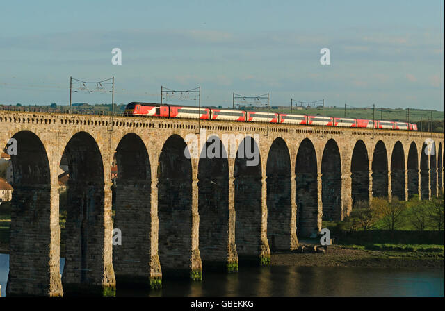 Intercity passenger train travelling over the railway viaduct built by Robert Stevenson in Berwick-upon-Tweed, England, - Stock-Bilder