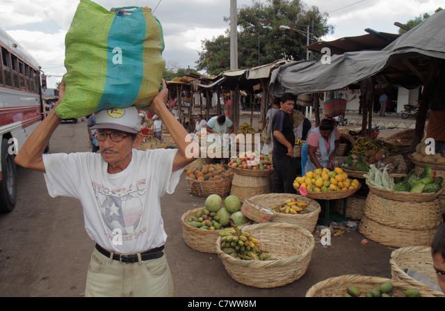 Managua Nicaragua Mercado Roberto Huembes market marketplace shopping vendor tent fresh produce fruits bananas mangos - Stock Image