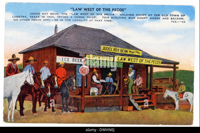 This 1930s postcard shows Judge Roy Bean, 'Law West of the Pecos' holding court in Langtry, Texas, in 1900, - Stock Image