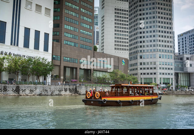 Singapore skyline with skyscrapers and tourist ferry - Stock-Bilder