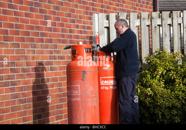 how to change calor gas bottle