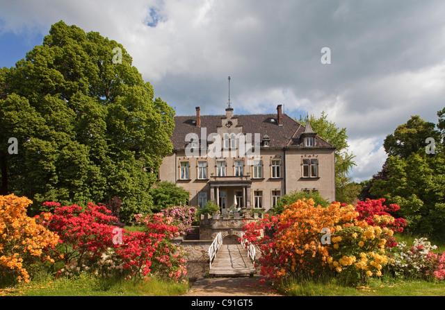Gardens and bridge at Gut Eckerde, Eckerde manor, Barsinghausen, Lower Saxony, Germany - Stock Image