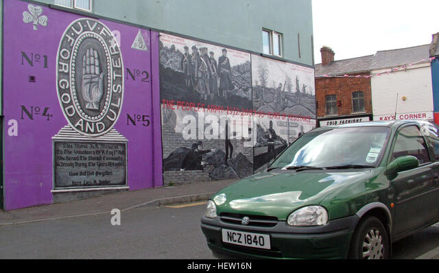 Shankill Road Mural -Purple For God and Ulster, West Belfast, Northern Ireland, UK - Stock Image