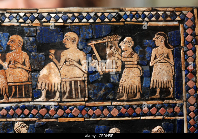 STANDART OF UR, DATING FROM 2600 B.C. AN ELABORATELY DECORATED ART WORK, INLAID WITH SHELL AND LAPIS LAZULI,  DETAIL - Stock-Bilder