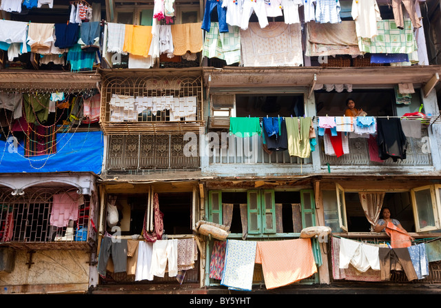 Washing drying outside flats, Mumbai (Bombay), India - Stock Image
