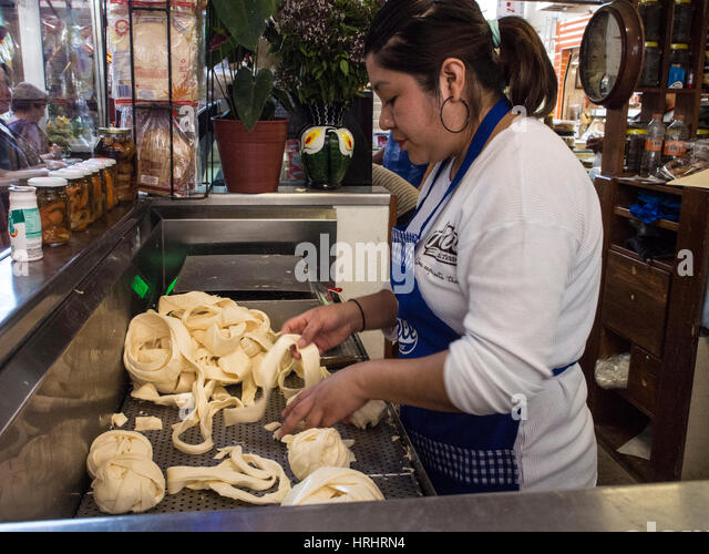 Woman selling Oaxacan quesillo, traditional rolled string cheese, in a market, Oaxaca, Mexico, North America - Stock-Bilder