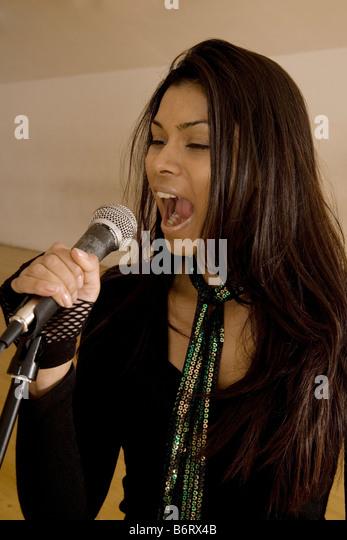 Woman singing - Stock Image