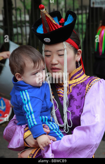 Germany Berlin Carnival of Cultures mongolian mother and child - Stock-Bilder