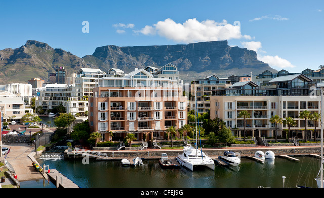 Table Mountain from the Cape Grace Hotel at the Victoria and Alfred waterfront - Stock Image