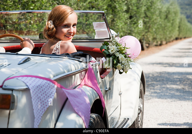 Newlyweds in classic car - Stock Image