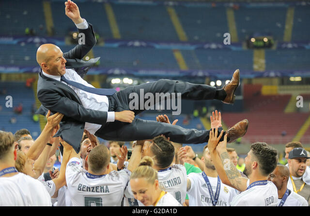Milan, Italy. 28th May, 2016. Zinedine ZIDANE, Trainer Real Madrid thrown up by his team Champions League Trophy - Stock Image
