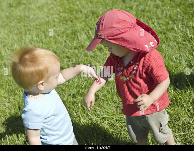 Infants, boys, two, meadow, stand, injury, plaster, arm, children, summers, grass, wound, injures, friend, brother, - Stock Image