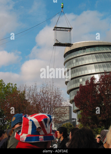 44 Days Suspended in a Plexi Glass Box David Blane Last Day Sunday 19th October 2003 London England GB - Stock Image