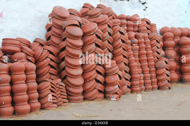 Earthen pots used for Pongal festival kept for sale on the roadside. - Stock Image