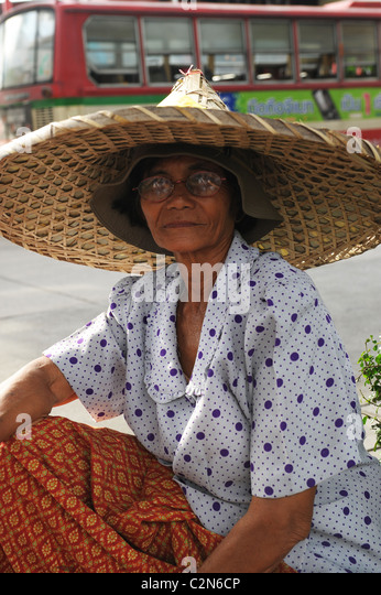 thai lady with big hat , emotions and expressions , everyday life, bangkok story, bangkok, thailand - Stock-Bilder