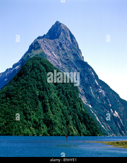 View of Mitre Peak, Milford Sound, Fiordland National Park, South Island, New Zealand - Stock-Bilder