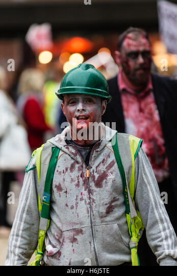 Bristol, UK. 29th October, 2016. Bristolians of all ages hot the city streets dressed as zombies with theatrical - Stock Image
