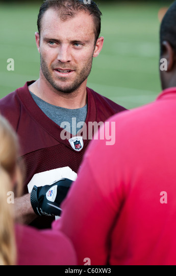The Washington Redskins safety, Reed Doughty #37 signs autographs after training camp at Redskins Park 2011 - Stock Image