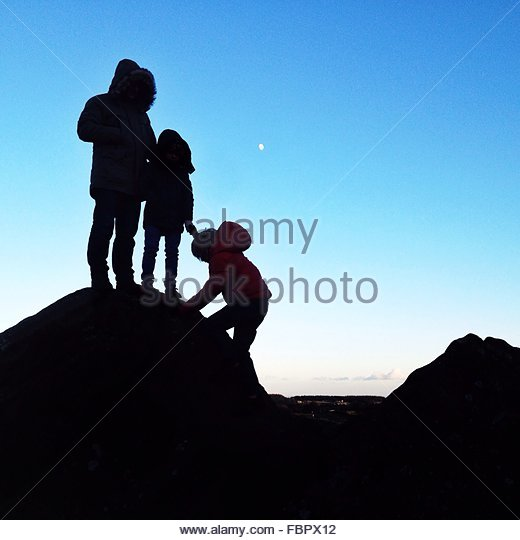 Child Climbing Rock - Stock-Bilder