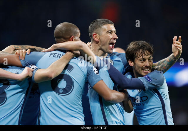 London, Britain. 1st Nov, 2016. Players of Manchester City celebrate after scoring during the UEFA Champions League - Stock-Bilder