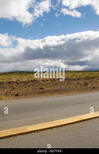 Blick auf Straße von Trainer Fenster in der Nähe von El Bolson Argentinien Stockbild