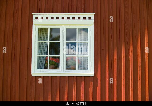 Fenster eines traditionellen finnischen Hauses am Kvarntorp in der Nähe von Torsby in Värmland Grafschaft Stockbild