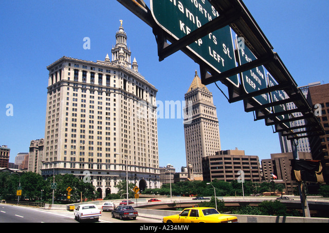 New Yorker Lower Manhattan Municipal Building Ausfahrt Zeichen aus Brooklyn Bridge USA Stockbild