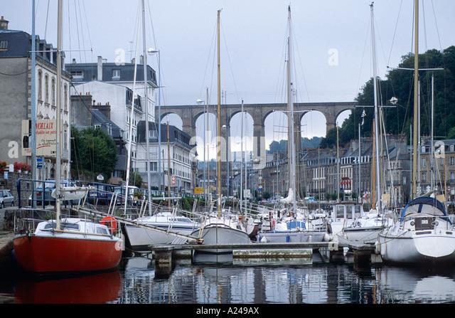Hafen von Morlaix Mit Viadukt Im Hintergrund Bretagne Frankreich Frankreich Stockbild
