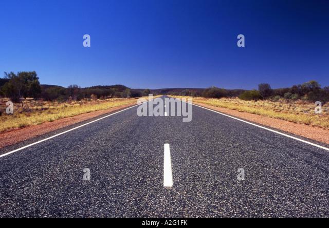 Der Stuart Highway in der Nähe von Alice Springs Northern Territory Australien Sequenz 1 von 2 Stockbild